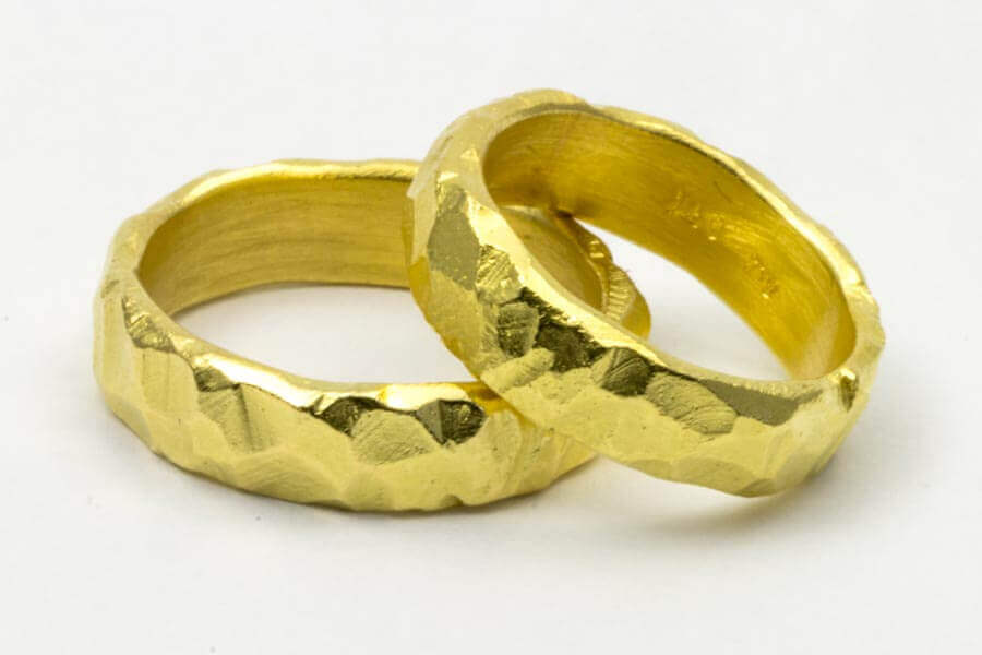 Handgemachte Trauringe in Gold